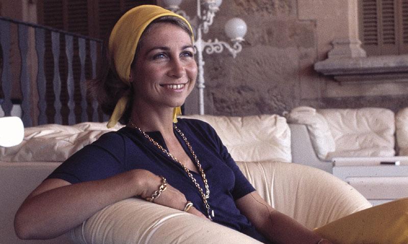 De 'looks' bohemios a su estilo 'royal': Doña Sofía en 4 décadas de moda