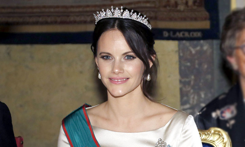 Sofia de Suecia recrea el éxito de Meghan Markle: un vestido de novia como look de gala
