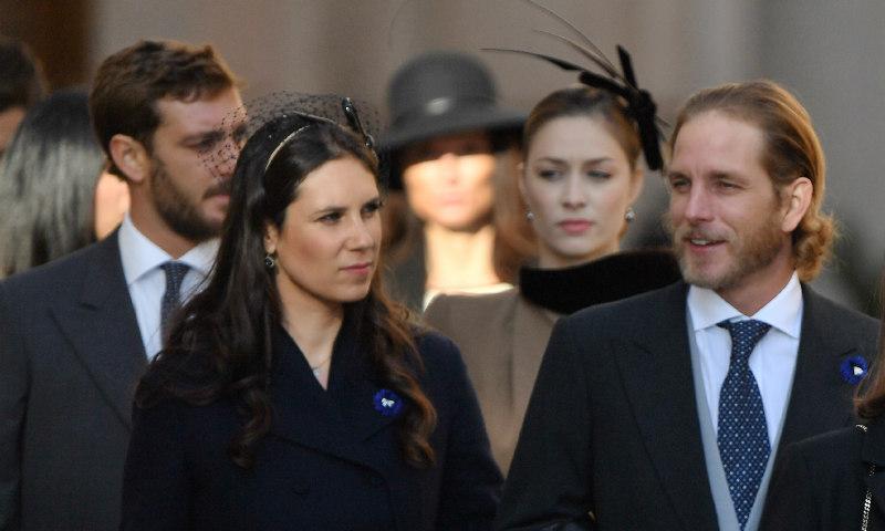Abrigo-vestido y tocado, Tatiana y Beatrice comparten fórmula de estilo en Mónaco