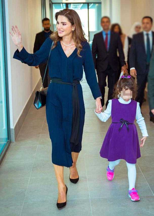 gran ajuste ahorrar 2019 real Rania de Jordania estrena el vestido de Zara que se adapta a ...