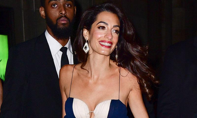 ¿Eres bajita? Con este truco de Amal Clooney podrás llevar vestidos largos