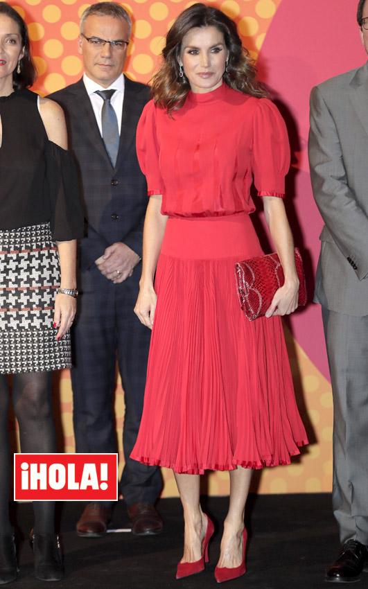 55852d9187c5 Doña Letizia recicla un vestido rojo de la reina Sofía en los ...