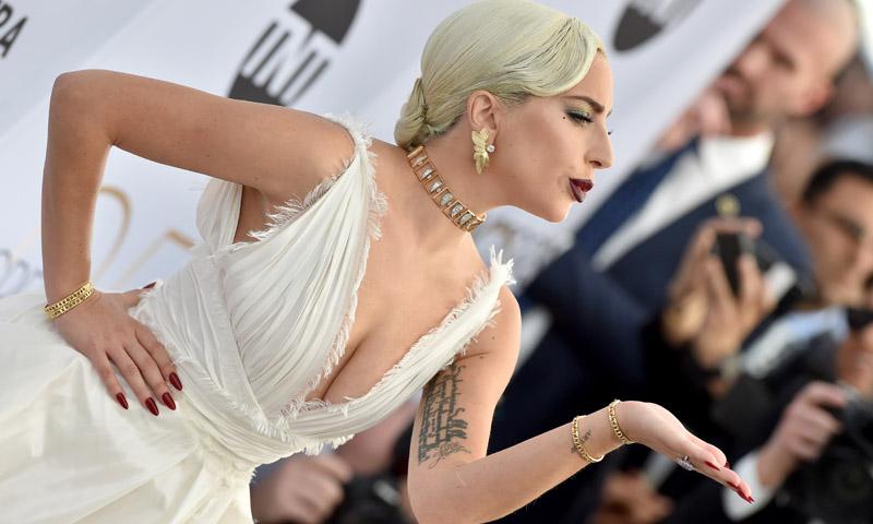 De Emily Blunt a Lady Gaga: Los looks más destacados de los SAG Awards