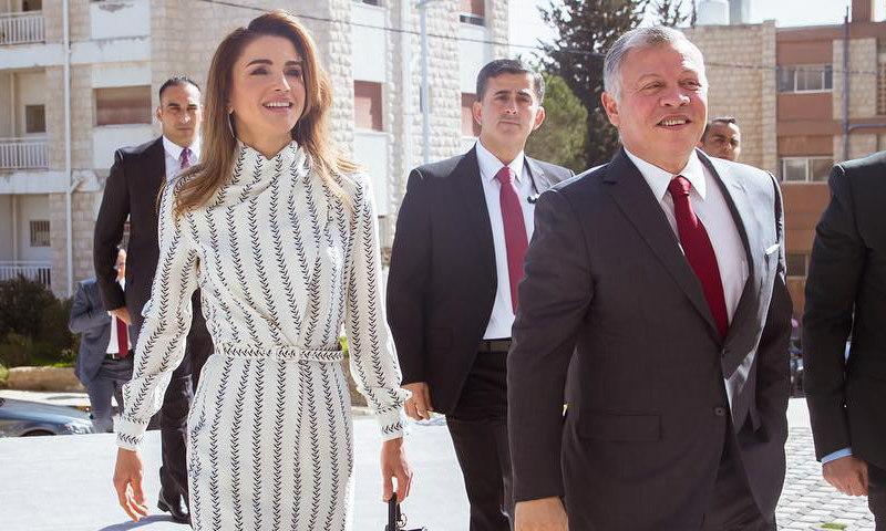 La original alternativa de Rania de Jordania al jersey de cuello vuelto