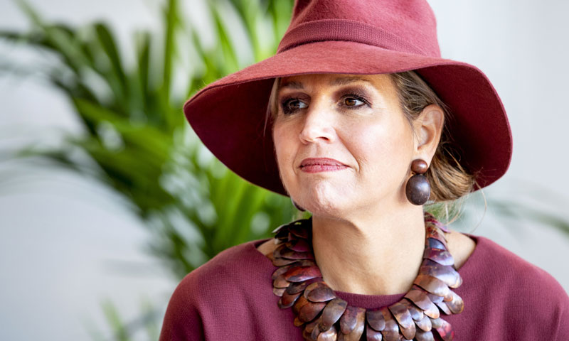 Máxima de Holanda  la Reina que lleva los complementos como ninguna  royal  6c40594431f