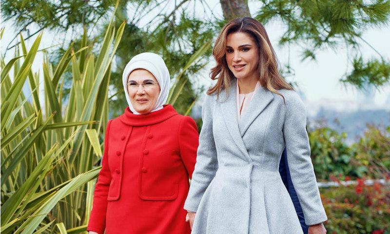 La maleta de viaje de Rania en su tour internacional, al detalle