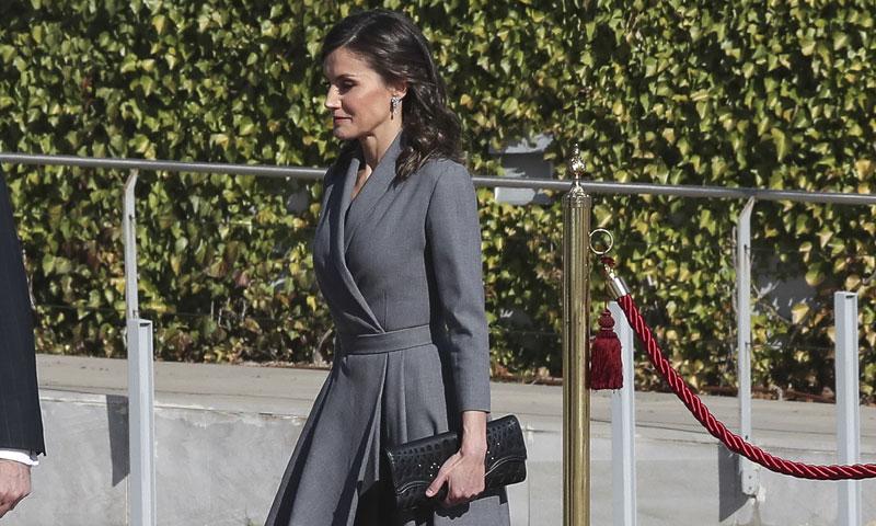 La Reina recupera uno de sus misteriosos vestidos antes de viajar a Marruecos