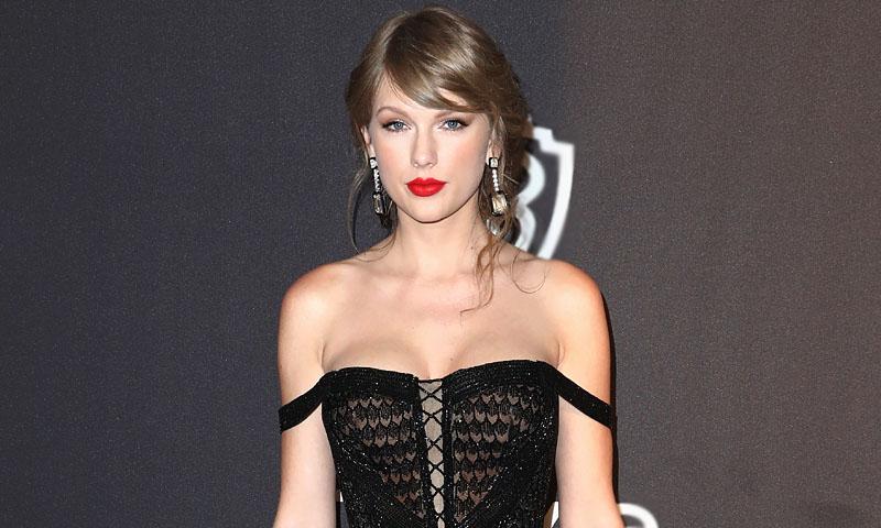 Taylor Swift pasa de la alfombra roja y enseña sus 'vestidazos' en Instagram