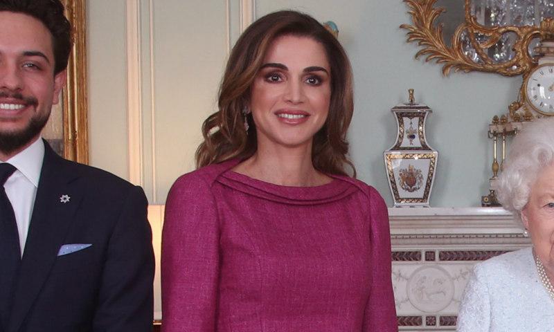 Rania de Jordania revela su estilo más 'british' en Inglaterra