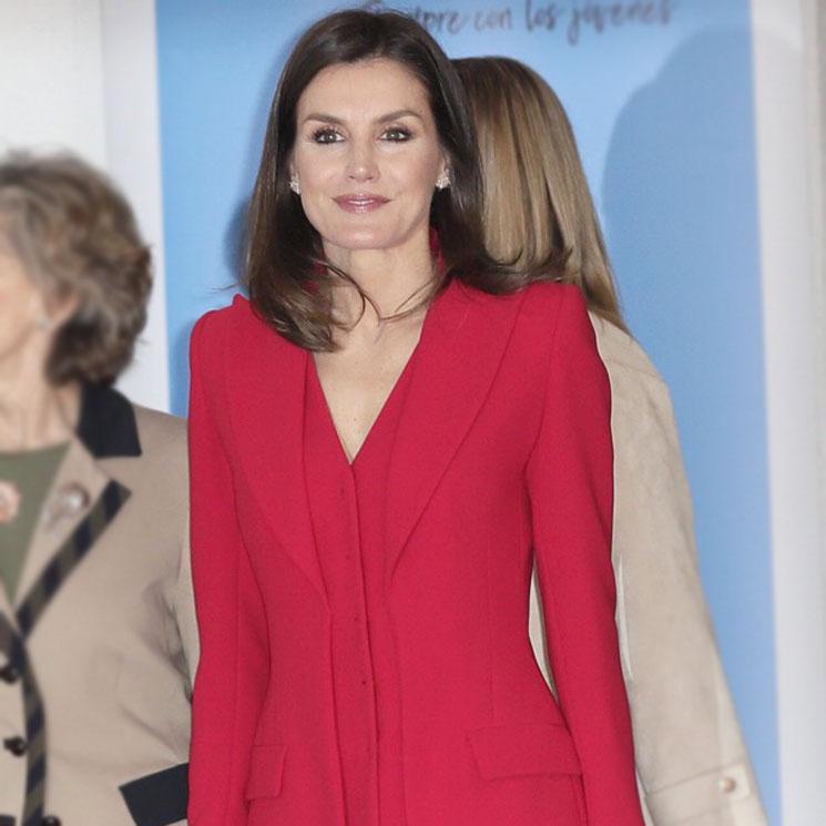 Reina Letizia  recupera su traje rojo más poderoso y vuelve a ... 61b3bddead9