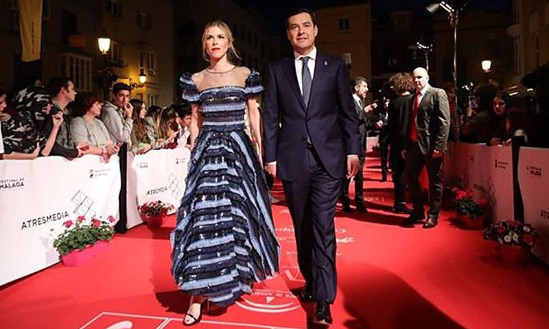 ¡Ha vuelto a pasar! Manuela Vilena deslumbra con un 'vestidazo' de cine
