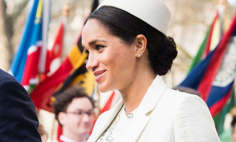 El nuevo abrigo histórico de Meghan o la conexión definitiva con el estilo premamá de Kate