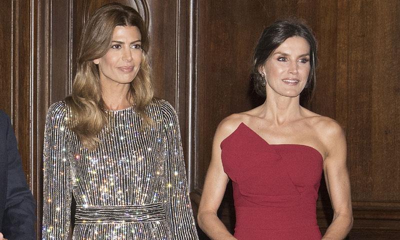 El fabuloso diseño con el que la Reina se impone al vestido brillante de Juliana Awada