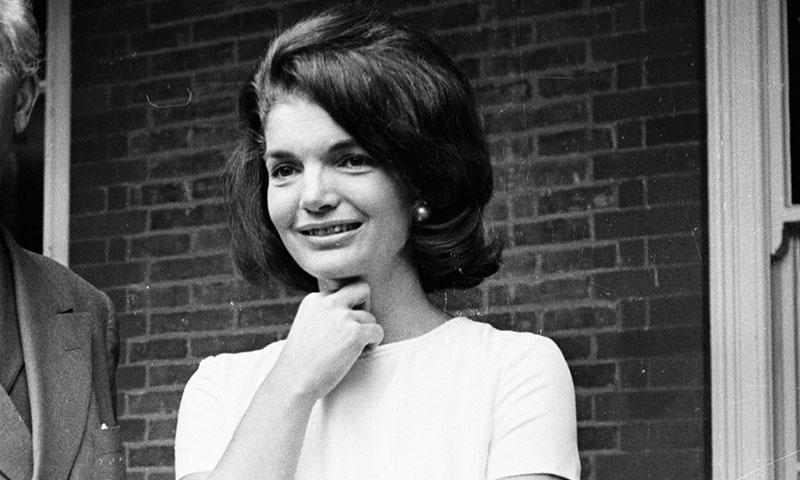 ¡Una familia con estilo! La historia del vestido que llevaron Jackie Kennedy, su hija y su nieta