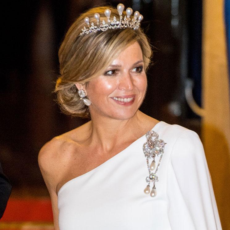 86f7c7d791a5 Máxima de Holanda y su look de gala  cuando la Reina decide vestirse de  novia y triunfa