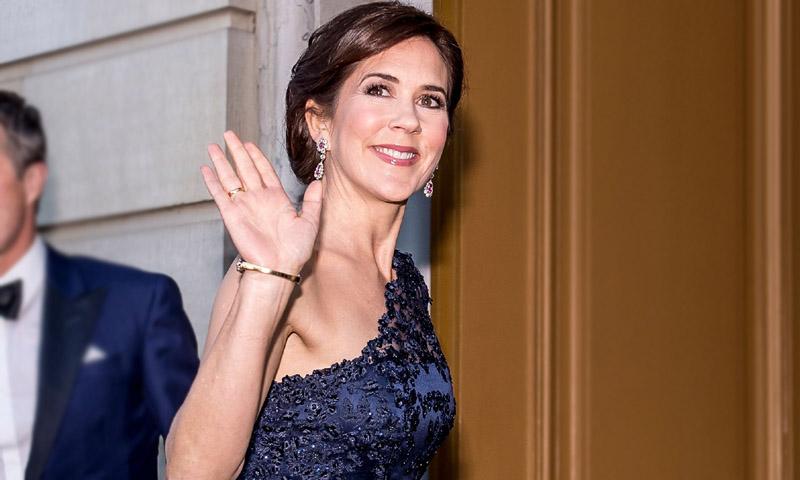 ¡Por fin! Mary de Dinamarca muestra su vestido de gala más misterioso