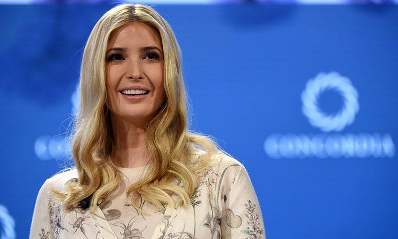 Ivanka Trump emula a las 'royals' europeas con el escote que nunca pasa de moda