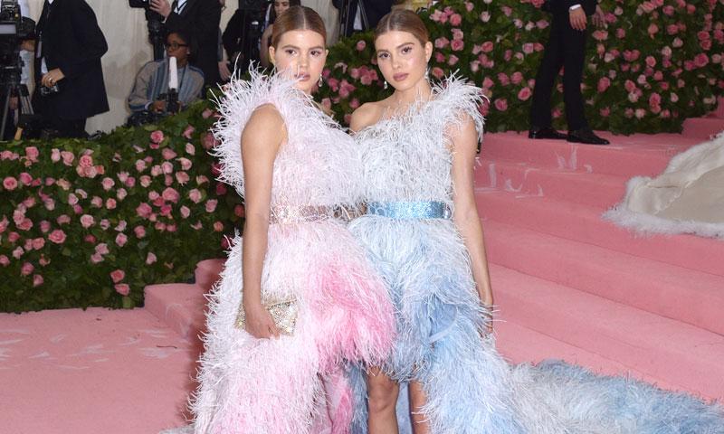 Los mensajes de Victoria y Cristina Iglesias a través de la moda en su gran debut