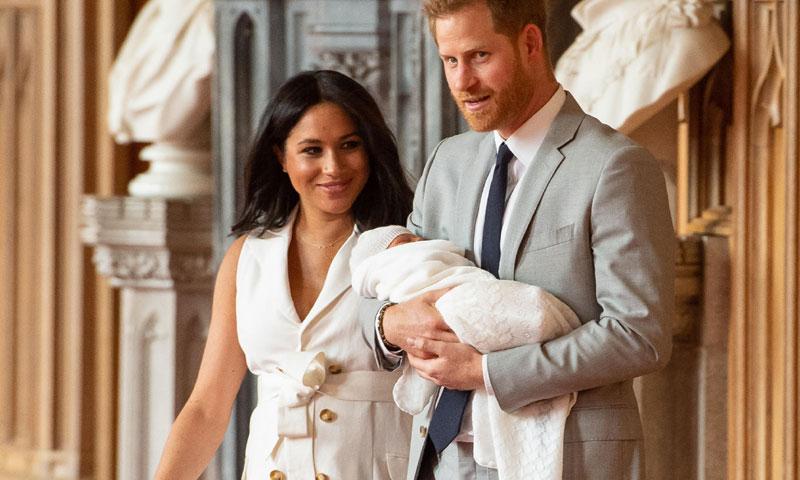 Meghan Markle se desmarca de Diana y Kate con su 'look' en la presentación del 'royal baby'