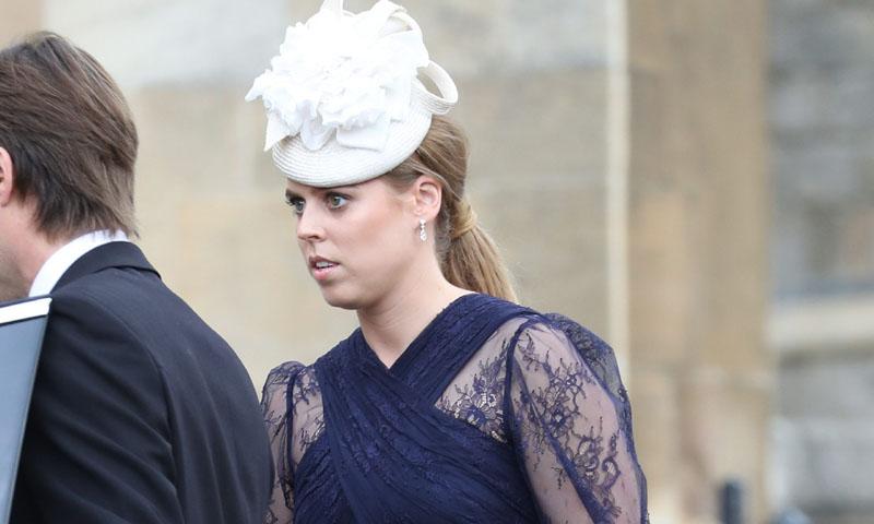 Beatriz de York arriesga y gana con su vestido de transparencias en la boda de Lady Gabriella
