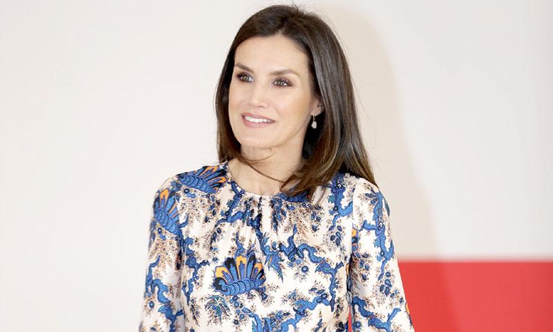 La Reina renueva su colección de vestidos 'midi' con un diseño que antes llevó una princesa