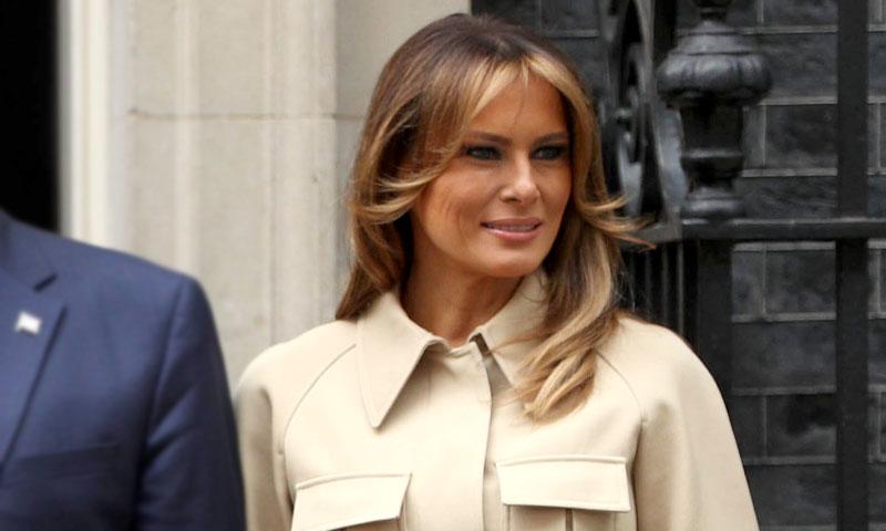 Melania confía en su potente fórmula de estilo con nueva falda de cuero en Londres