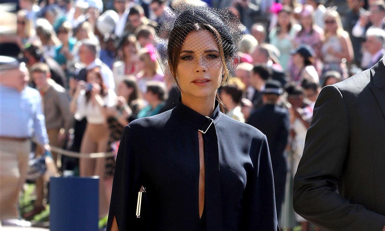 Siete looks de invitada que Victoria Beckham podría recuperar este fin de semana (y 3 que no)