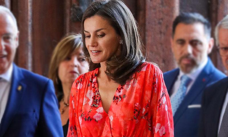 Doña Letizia recicla el vestido de su primer duelo con Begoña Gómez