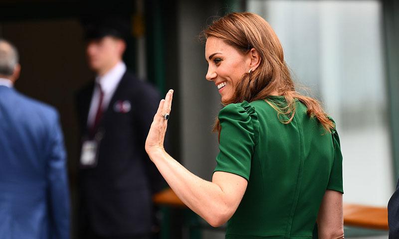La duquesa de Cambridge recupera un look infalible para su cita con Meghan Markle