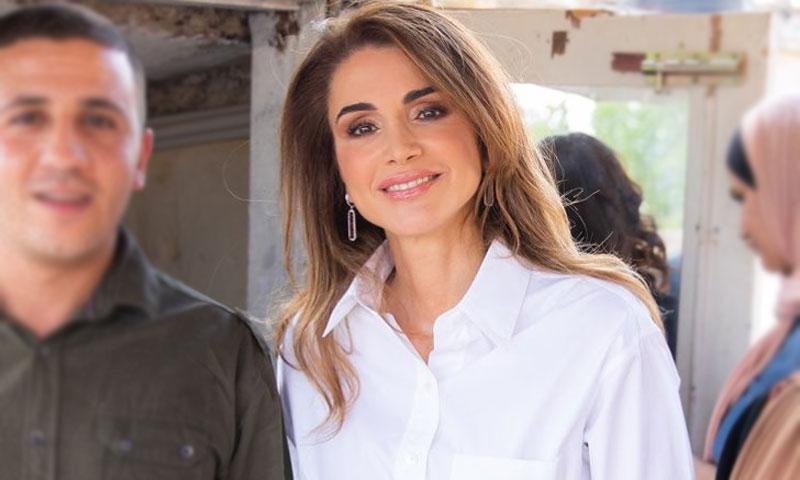 Rania se compra en las rebajas un look de Victoria Beckham