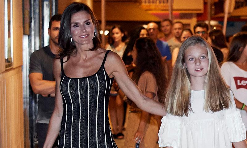 Doña Letizia, la Reina que estiliza su figura con vestidos de efecto óptico
