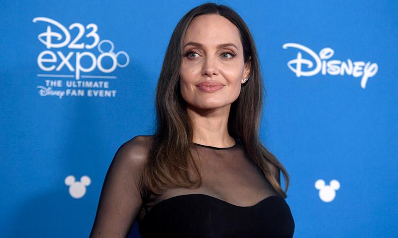 Angelina Jolie y la versión 'midi' de su vestido con abertura más famoso