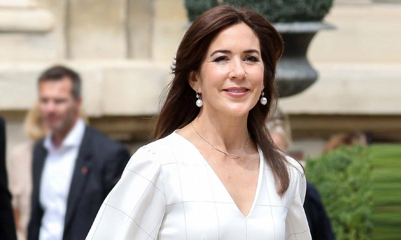 Mary de Dinamarca reinterpreta el vestido más inolvidable de Julia Roberts