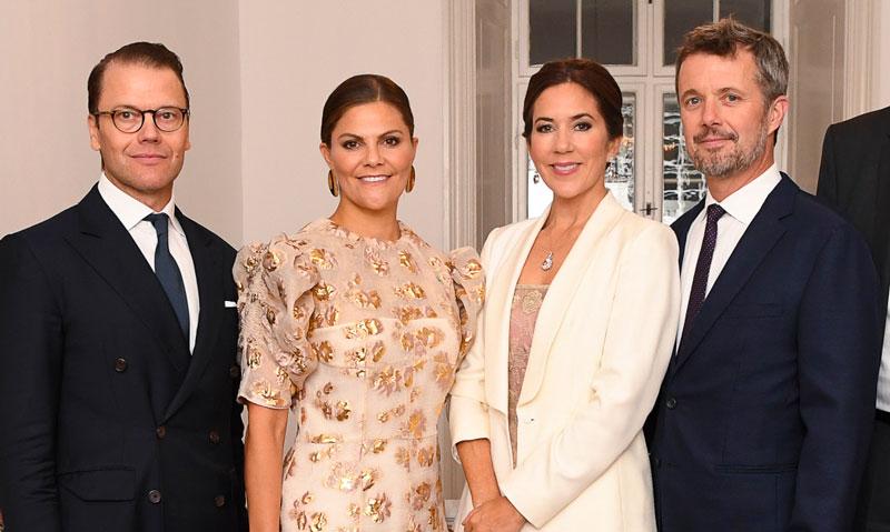 Mary de Dinamarca recicla el vestido de fiesta con el que triunfó en Suecia hace 9 años