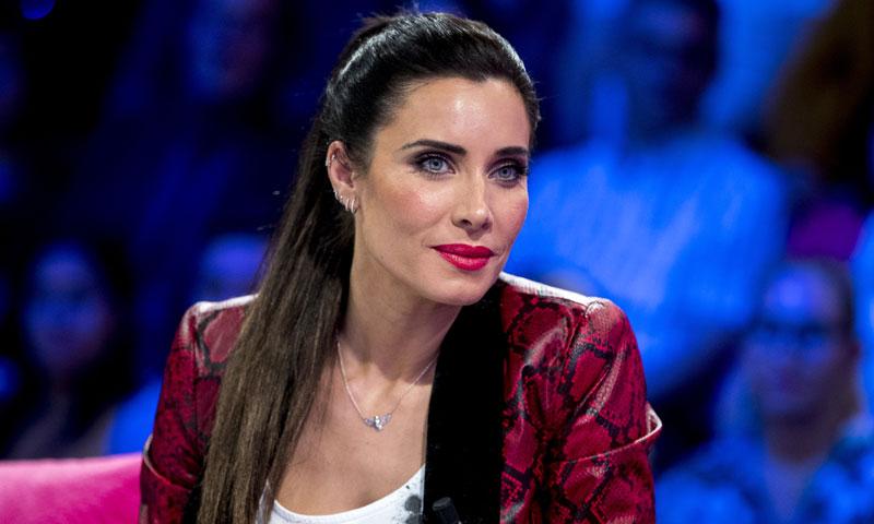 Pilar Rubio impacta con un esmoquin salvaje y sus tacones con truco
