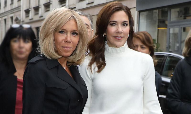 Mangas 'puffy' y falda de cuadros, la apuesta de Mary de Dinamarca en su cita con Brigitte Macron