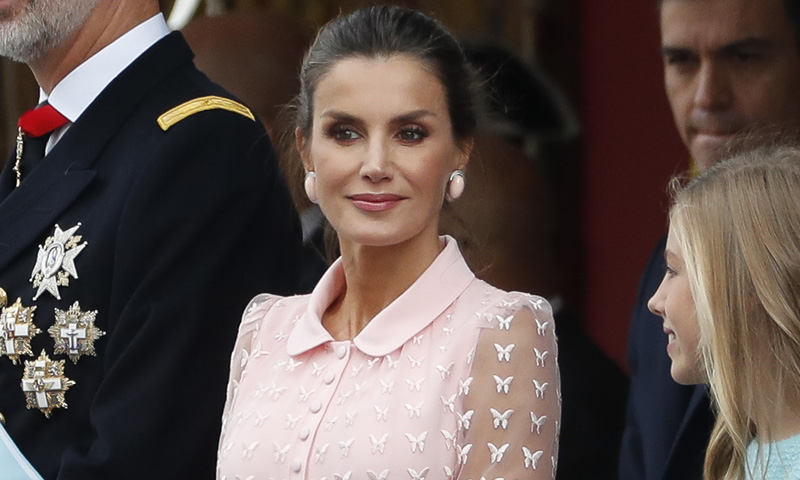 Doña Letizia rompe con su tradición para la Fiesta Nacional estrenando el look bailarina