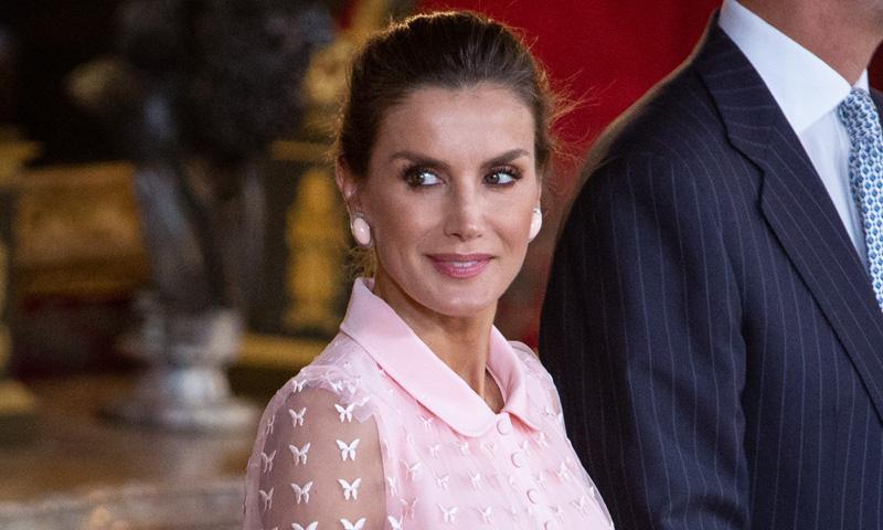 'Un sueño en rosa' o 'Se ha superado', la prensa alaba el nuevo vestido de doña Letizia