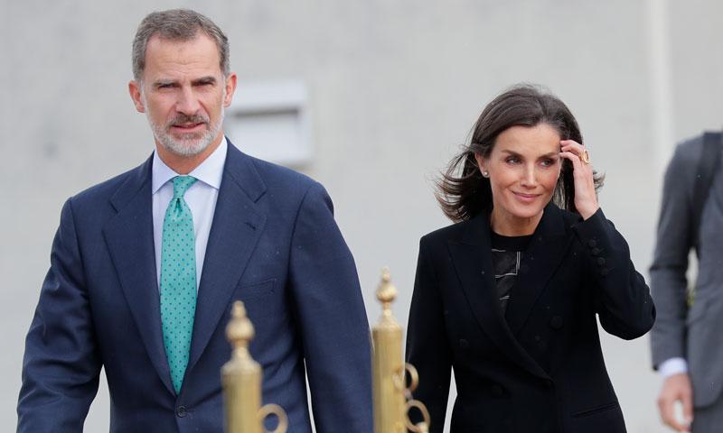 La reina Letizia convierte el traje sastre en su prenda