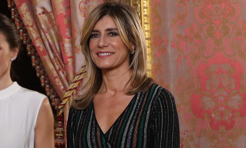 Begoña Gómez versiona el vestido 'glitter' de la Reina que dio la vuelta al mundo