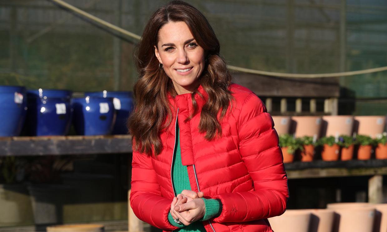 Kate Middleton recupera el abrigo 'puffer' con el que la realeza triunfa desde hace 30 años