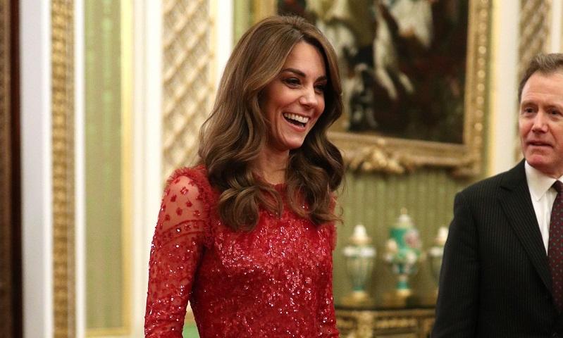 Kate Middleton acapara todas las miradas con su vestido-joya semitransparente