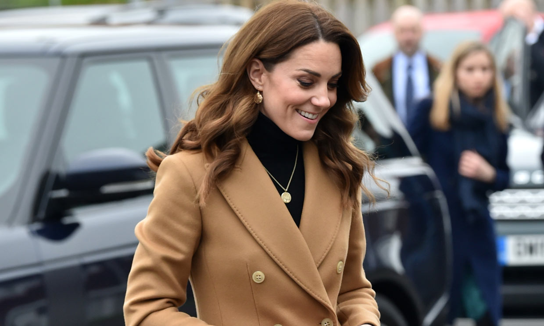 Kate Middleton estrena una falda de Zara de 8 euros en un look con inspiración 'Meghan'