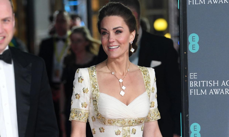 Ocho años después, Kate recicla su vestido nupcial de flores que conquistó Asia