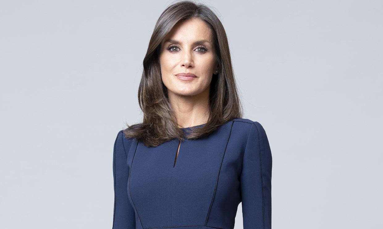 La insólita elección de doña Letizia en su posado: mismo vestido en dos colores distintos