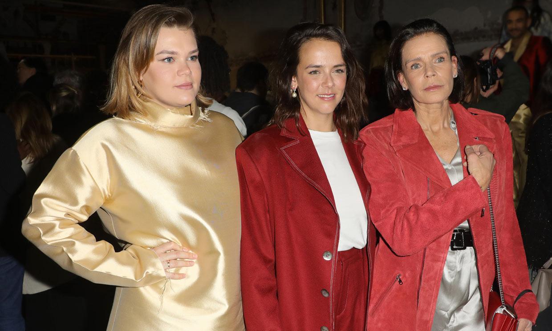 Pauline Ducruet presenta su nueva colección en París arropada por su madre, Estefanía de Mónaco