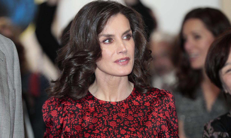 La Reina rompe sus propias reglas con un nuevo vestido floral de rebajas