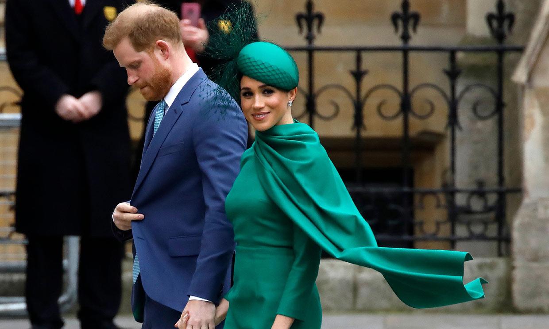 Meghan, imbatible con vestidazo de 'superwoman' en su último duelo de estilo frente a Kate