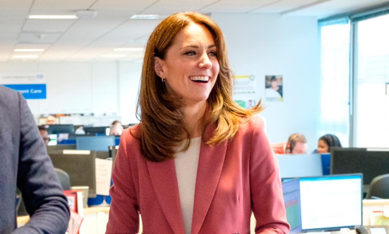 Kate Middleton se apunta al traje sastre 'todoterreno' de la reina Letizia