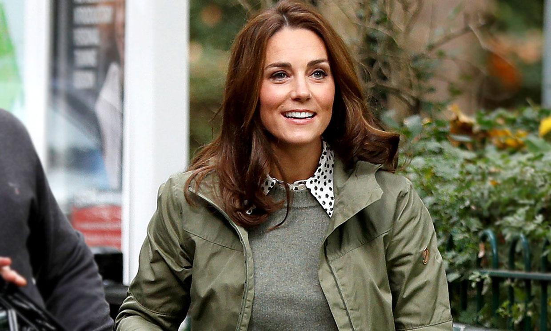 La historia del jersey verde con el que Kate olvida su colección de vestidos